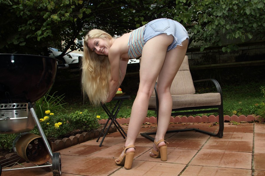 ALS_Hot-Off-the-Grill_Emma-Starletto_high_0008.jpg