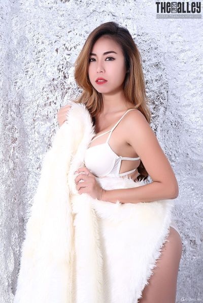 TheBalckAlley Lydia Ying 20