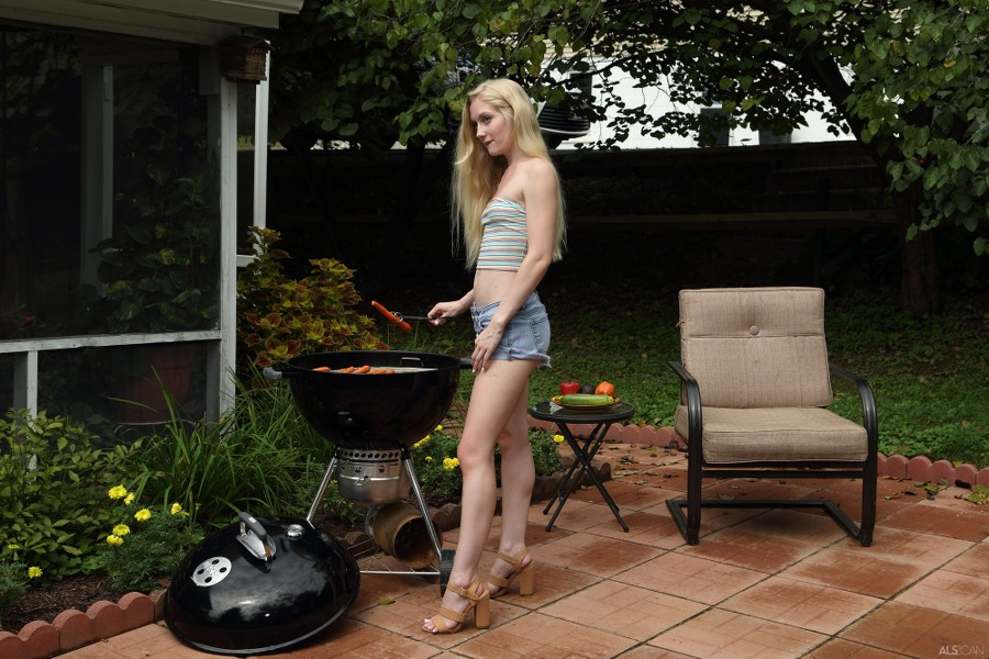 ALS_Hot-Off-the-Grill_Emma-Starletto_high_0003.jpg