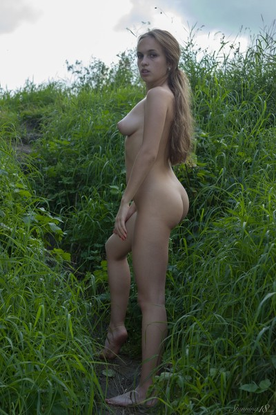 Stunning_Lost-in-the-grass_Kelly-P_high_0017.jpg