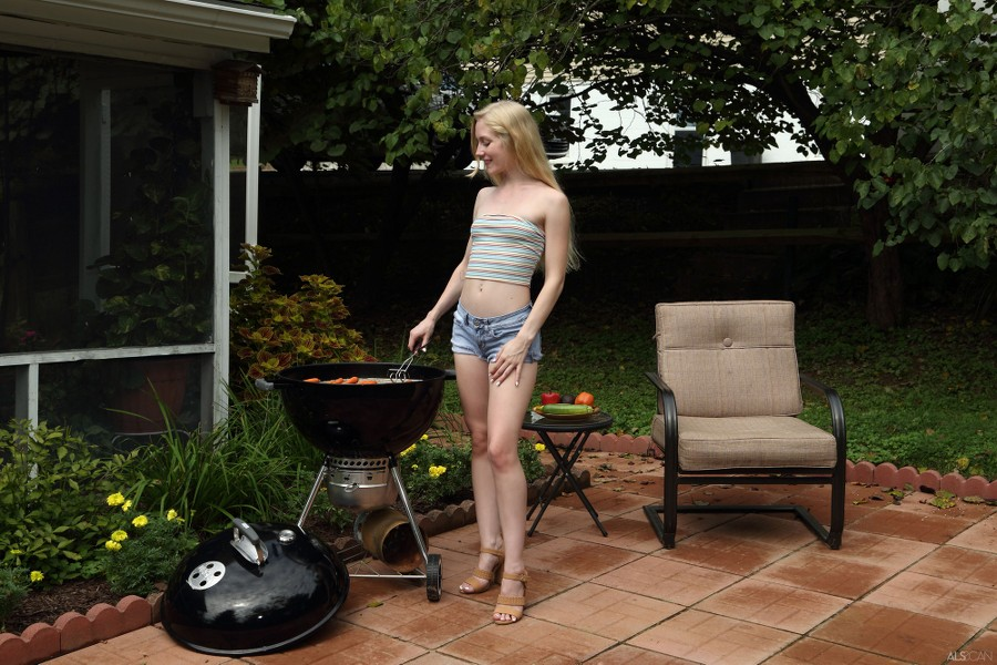 ALS_Hot-Off-the-Grill_Emma-Starletto_high_0004.jpg