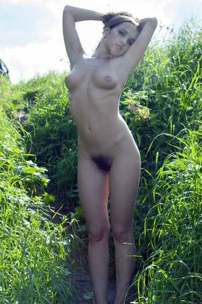Stunning18 - 2019-11-08 - Kelly P - Lost In The Grass - By Thierry Murrell 112 2048X3072