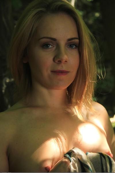 EroticBeauty - 2018-08-16 - Sasha D - In The Jungle - By John Bloomberg