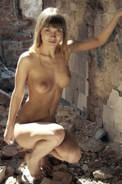 Stunning18 - 2019-10-12 - Alina - Naked In The Ruins - By Thierry Murrell 41 2296X3456