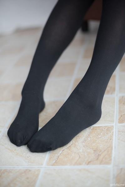 森萝财团 萝莉丝足 写真 R15-002 黑丝红格子裙
