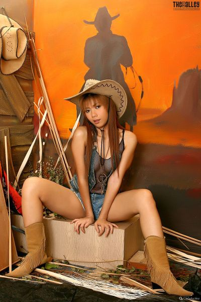 TheBalckAlley Carolina Fong 01