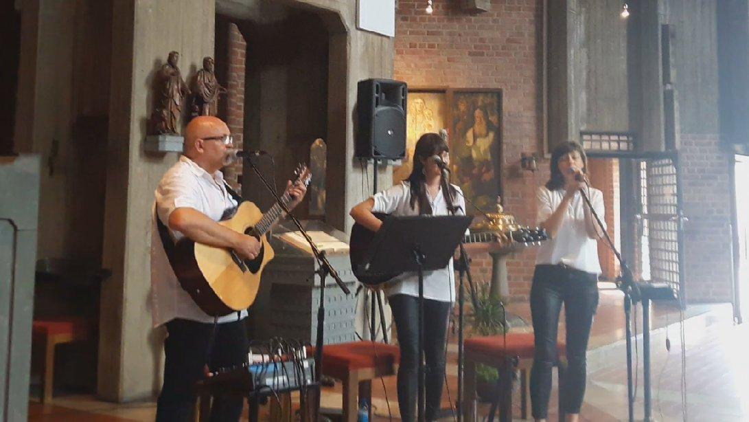 Familiaris koncertuje za granicą - Wirtualne Pniewy