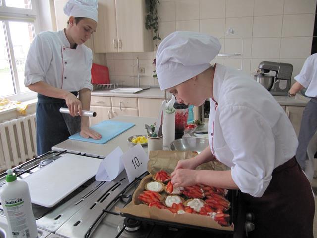 Gratulacje dla uczniów kl.IV technikum – technik żywienia iusług gastronomicznych!