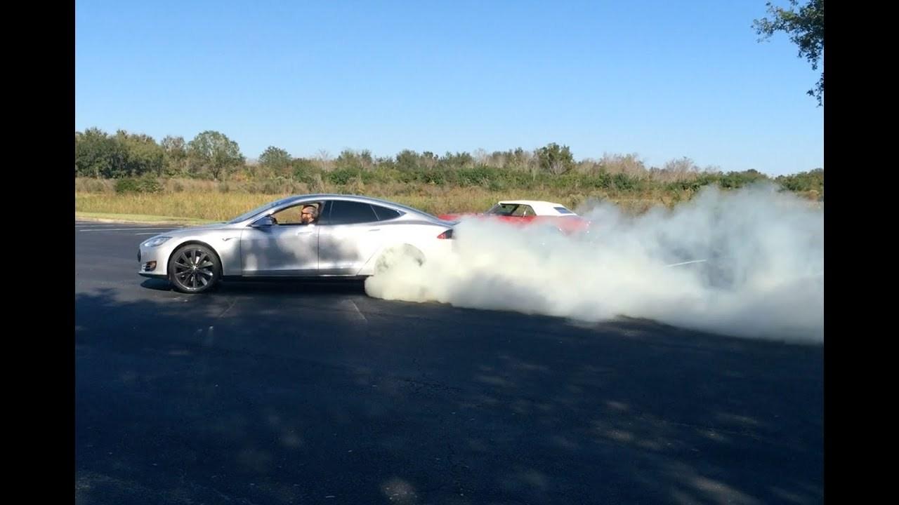 2013 Tesla Model S P85 vs. 1968 Pontiac Firebird 400 Convertible Burnout Burning Tyres