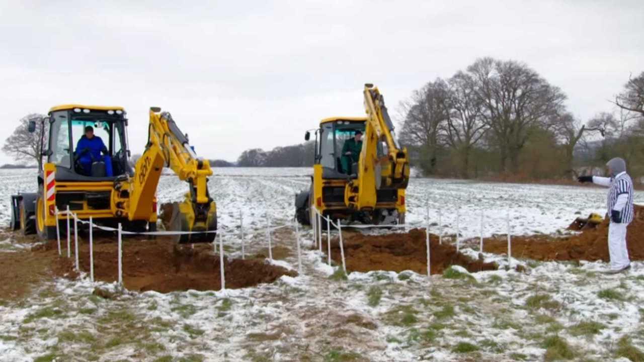 Top Gear Series 26 Episode 04 Hole Digging Matt LeBlanc vs. Matt Baker