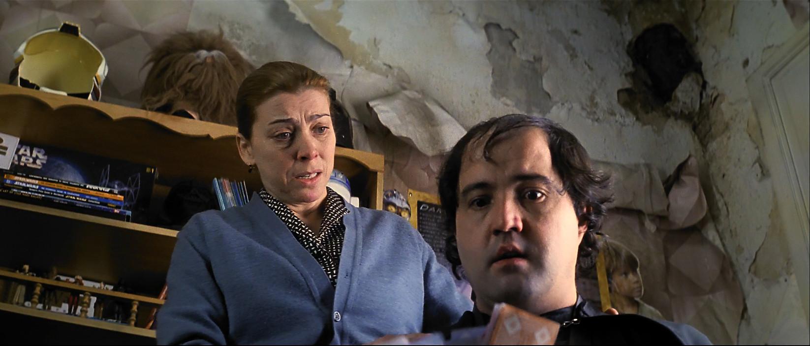 qloI2F - La comunidad   2000   Comedia negra. Thriller   BDrip 1080p   castellano DTS 5.1   10,7 GB