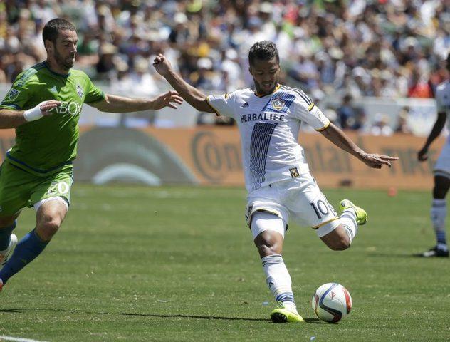 L.A. Galaxy quiere bajar sueldo a Gio Dos Santos