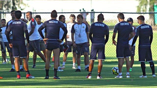 Matías Almeyda ya habló con los jugadores y se despidió de Chivas