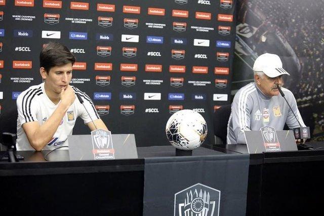 Tuca Ferretti molesto con Jürgen Damm en conferencia