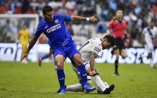 Jugador del Cruz Azul da ayuda a su país Paraguay