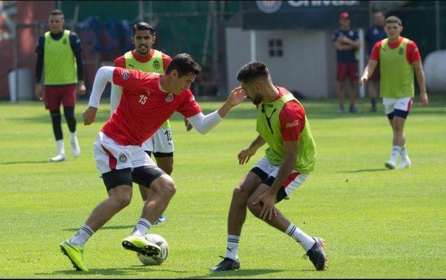 Santiago Ormeño no superó su prueba con Chivas
