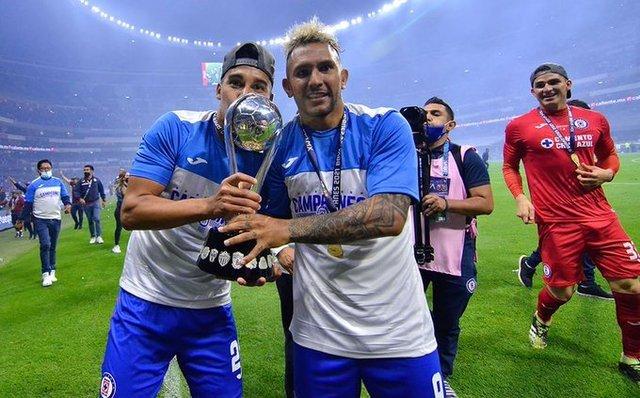 Pol Fernández, Walter Montoya y Bryan Angulo se quedan en Cruz Azul