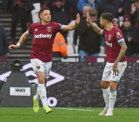 Chicharito anota doblete en triunfo del West Ham vs  Huddersfield