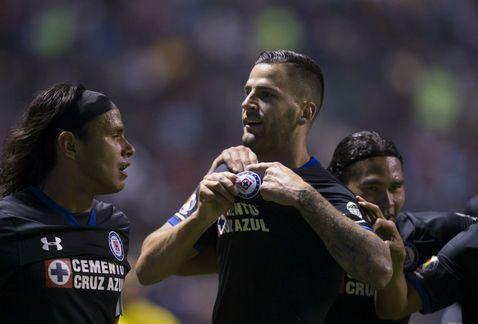 Con goles de Méndez y Rodríguez Cruz Azul se quita la presión