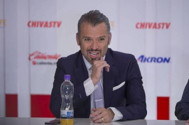 José Luis Higuera se disculpa por sus errores en Chivas