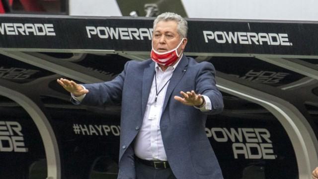 Chivas ya tiene considerado el futuro de Vucetich