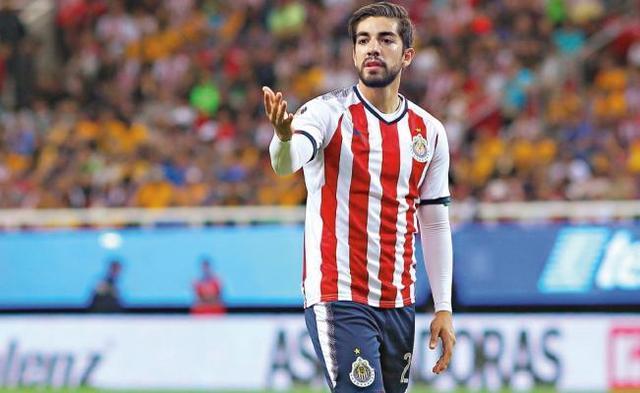 Pizarro seguirá en Chivas y después la Eredivisie