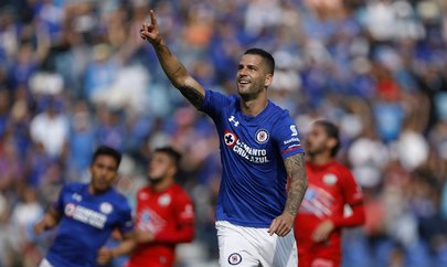Edgar Méndez cumple un año con Cruz Azul