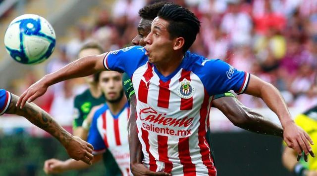 Sandoval seria primera baja en Chivas