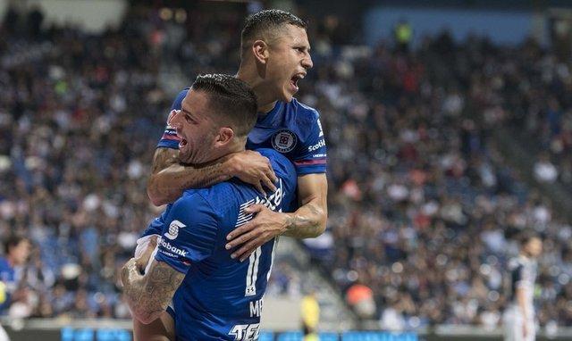 Edgar Méndez hizo enojar a la afición Azul