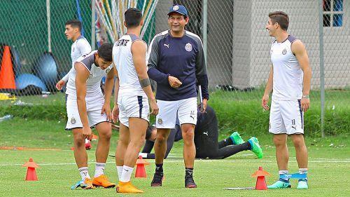 Cardoso dirigió su primer entrenamiento con Chivas