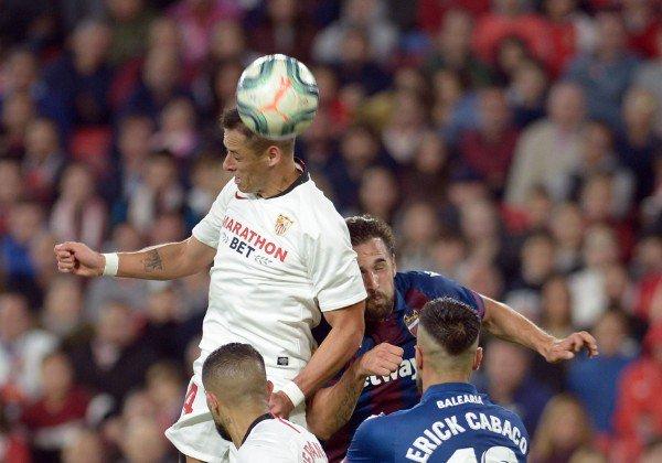 Chicharito jugo en el triunfo del Sevilla vs Levante