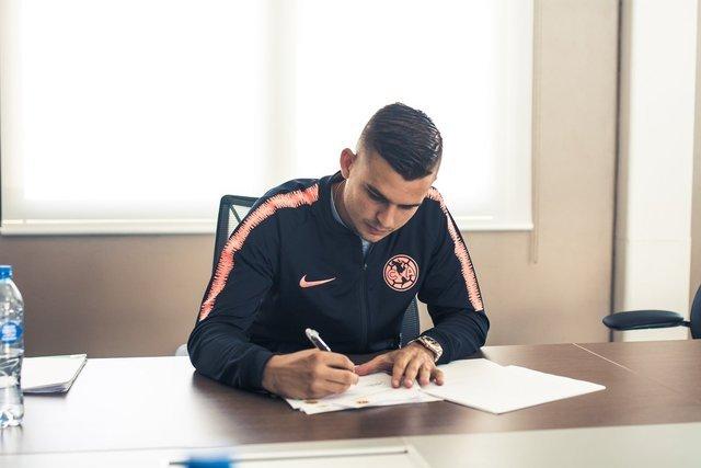 Nico Benedetti ya firmo y ya tiene número de playera