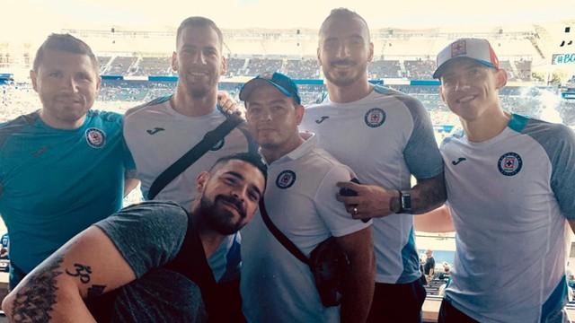 Cruz Azul disfruta del partido entre Saints vs Chargers
