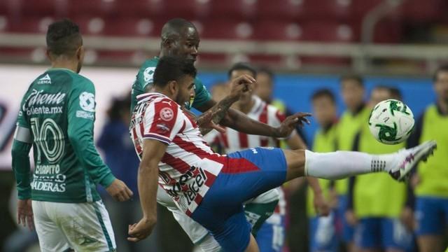 Chivas dará el tiempo necesario a que Alexis Vega se recupere de su lesión