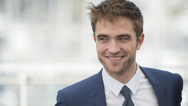 Robert Pattinson luce muy musculoso