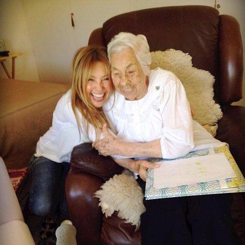 Thalía triste por el maltrato de su abuela y pide oraciones