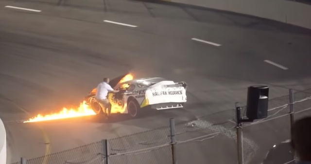 Padre rescata a su hijo de auto en llamas tras accidente en Nascar