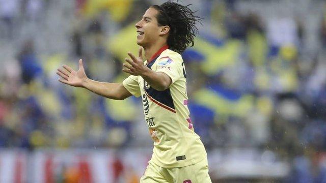 Lainez seria titular contra Pumas