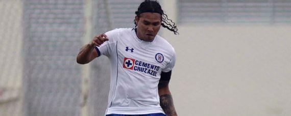 """Oficial Carlos """"Gullit""""  Peña fuera del Cruz Azul"""