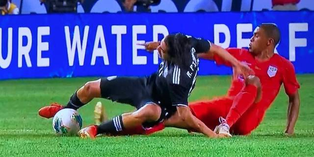 Tremenda lesión de Rodolfo Pizarro