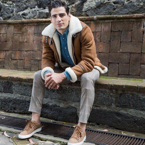 «Pollo» Briseño debuta como modelo