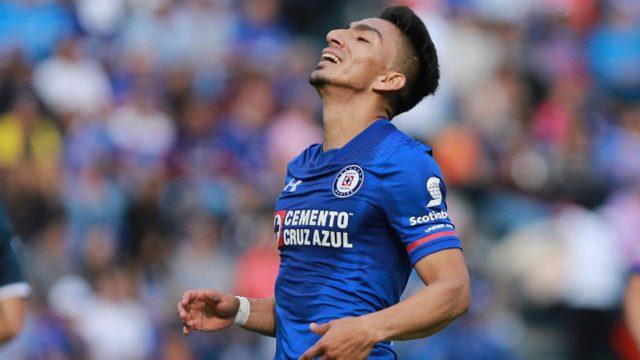 Ángel Mena debe reaccionar y recuperar su nivel o será olvidado en Cruz Azul