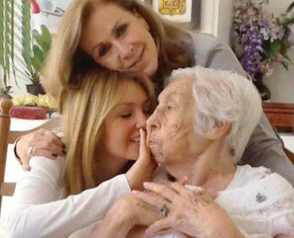 Laura Zapata expone lo mal que tratan a su abuela en asilo