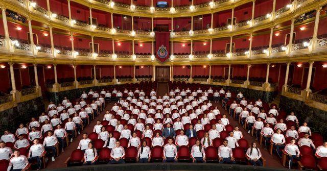 Chivas se toma una 'teatral' foto para el Apertura 2019
