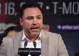 Óscar de la Hoya es demandado por agresión sexual