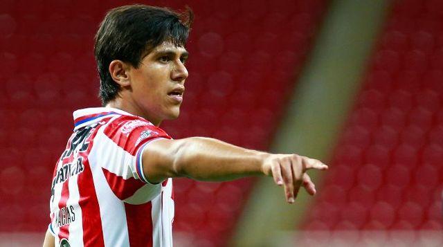 José Juan Macías deja Europa para otro momento y se concentra en Chivas