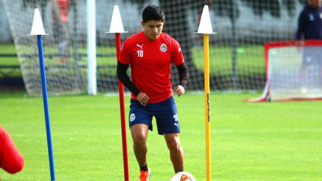 Chofis López no viajó con Chivas por lesión