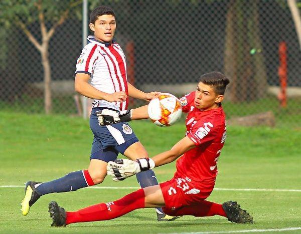 Sebastián 'Chevy' Martínez  es comparado con Chicharito
