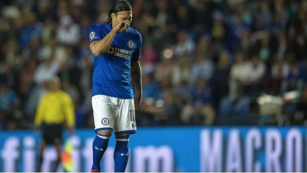Gullit Peña se cierra las puertas de Cruz Azul y Rangers