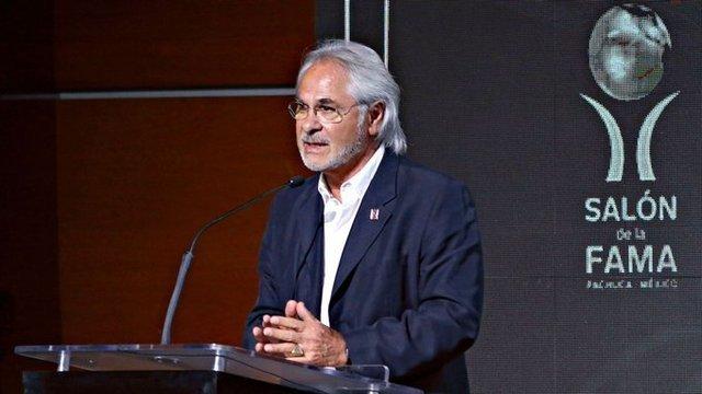 Pumas anuncia el regreso de Miguel Mejía Barón como vicepresidente deportivo